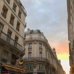City Aesthetic, Travel Aesthetic, Building Aesthetic, Beautiful World, Beautiful Places, Places To Travel, Places To Visit, Belle Villa, Aesthetic Pictures