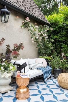 awesome 16 Stunning Patio with Hanging Plants