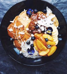 Pancake-Chia-Everything-Bowl by the talented Anett from @anettvelsberg through my #nadiadamaso_ebnl88k shoutout party! Make sure to check out her beautiful feed i'm obsessed! Every single one of her creations is a piece of art! Aaaand you know what?! I'm gonna meet up with Anett in less than 1 month when i go on holidays in Cape Town South Africa! can't wait to eat delicious food with you at probably like 35 degrees?! so excited!  Dont't forget- you can still enter my #nadiadamaso_ebnl88k…