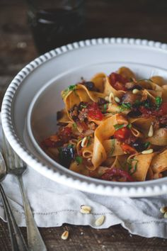 Pappardelle with braised eggplant, cumin & fresh herbs Confort Food, Fresh Herbs, Pasta Recipes, Baking Recipes, Dinner Recipes, Vegetable Recipes, Italian Recipes, Portion, Veggies