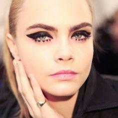 anna-sui-fall-2013-eyeliner-dot-cara-delvigne