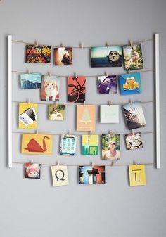 Foto's ophangen met touwtje en latjes