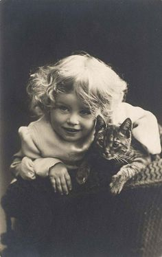 Free vintage photos - girl & her cat - Free daily image from Freevintagegraphics.com
