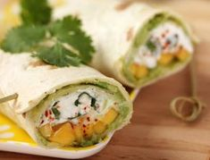 50 irresistible wraps recipes - Avocado-goat-mango wraps See the recipe for avocado-goat-mango wraps - Tortillas, Clean Eating Snacks, Healthy Snacks, Grilled Tofu, Vegetarian Recipes, Healthy Recipes, Vegetarian Wraps, Mango, Wrap Sandwiches