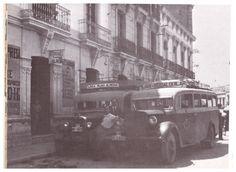 Autobuses interurbanos Almería-Níjar y Níjar-Rodalquilar, aparcados en la que puede ser la Plaza de San Sebastián (Almería) (Empresa de transportes Alsina). Fuente: Alejandra Burgos Salomé.