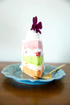 This Chiffon cake has three delicious Hawaiian flavors; guava, passion fruit, and lime. It is filled and frosted with Chantilly cream filling mixed with fresh strawberries, and peaches. It is top… Guava Chiffon Cake Recipe, Guava Cake, Paradise Cake Recipe, Lace Cookies, Lime Cake, Polynesian Food, Cake Flavors, Elegant Cakes, Buttercream Cake
