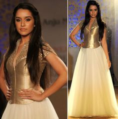 WeddingSutra Editor's Blog » Blog Archive » Anju Modi shows opulent yet serene collection