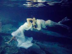 #wedding #photography  Underwater Bride & Groom  www.picturethat.ca