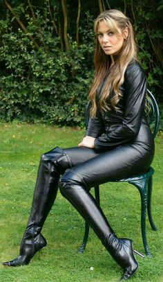 outfit tight night out fantasy lace up black hot biker curvy street style - Stiefel - Best Skirt Sexy Boots, Sexy Heels, Curvy Street Style, Leder Boots, Sexy Stiefel, Leder Outfits, Sexy Latex, Leather Dresses, Leather And Lace