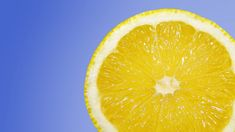 Lemons are a good source of vitamin C and are often promoted as a weight loss food. Because lemons contain both vitamin C and citric acid, they may protect Lemon Health Benefits, Oil Benefits, Lemon Essential Oils, Essential Oil Uses, Vitamin C, Anti Pickel Creme, Salud Natural, Jus D'orange, Cleaning