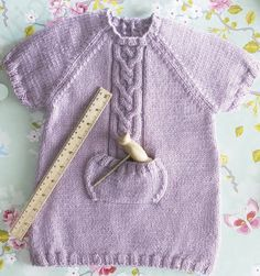 patrón gratuito ropa bebé de lanas katia Knitting For Kids, Baby Knitting, Knitted Baby Outfits, Toddler Dress, Knit Patterns, Lana, Baby Kids, Knit Crochet, Short Sleeve Dresses
