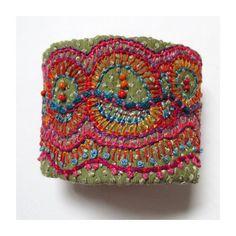Handbestickt mehrfarbige Organik-Manschette von MadrigalEmbroidery