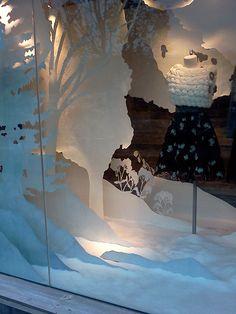 Set Design Anthropologie Holiday Display: Windows by Alison Jane Hitchcoff, via Behance Fashion Window Display, Window Display Retail, Christmas Window Display, Window Display Design, Display Windows, Store Windows, Visual Merchandising Displays, Holiday Store, Store Displays