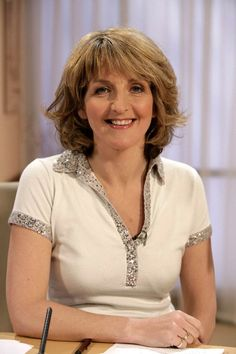Kaye Adams, one of the best m*lfs on Loose Women British Celebrities, Tv Presenters, Big Star, Celebs, V Neck, Actors, Female, Lady, Celebrity
