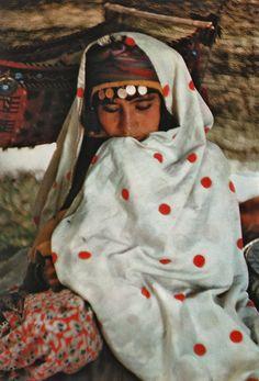 De la Perse à l'Iran, photographies de Inge Morath, textes de Edouard Sablier. Editions Delpire.