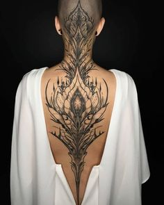 Thanks to for my new back piece 💜 yes it hurt, ye… - Body Art Tattoos Motive, Body Art Tattoos, Girl Tattoos, Tattoos For Women, Tatoos, Maori Tattoos, Head Tattoos, Backpiece Tattoo, Tattoo On