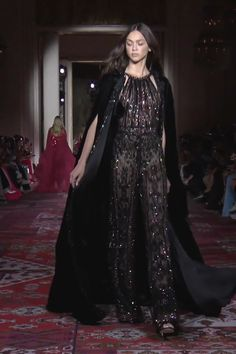 Zuhair Murad Look Fall Winter Couture Collection Haute Couture Style, Zuhair Murad, Fashion Over 50, High Fashion, Prom Dress Couture, Shrug For Dresses, Long Dresses, Hijab Stile, Mode Editorials