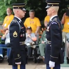 US Soldier getting equipment inspected before he patrols the Tomb of The Unknown Soldier in D. Best Funny Pictures, Cool Pictures, Wow Video, Unknown Soldier, Sports Memes, Funny Video Memes, Funny Clips, The Funny, Geek Stuff