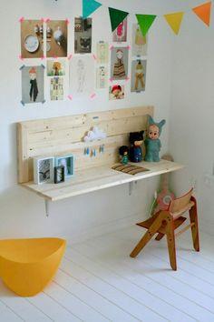 Cute little desk. Like the natural wood