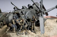 Dioramas and Vignettes: Black Hawk Down, photo Diorama Militar, Black Hawk Down, Military Action Figures, Military Modelling, Military Helicopter, Figure Model, Model Airplanes, Art Model, Military Art