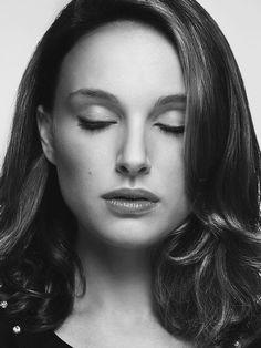 Beauty is the Best / Natalie Portman . Black & White Photography / Blanco y Negro / Foto / Belleza . Natalie Portman, Liam Neeson, Golden Globe Award, Jean Reno, Ewan Mcgregor, Celebrity Portraits, Celebrity Photos, Best Actress, Famous Faces