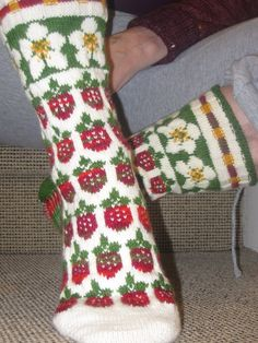Strawberry socks, great for the winter Free Knitting, Knitting Socks, Knitting Patterns, Knit Socks, Flower Chart, Strawberry Fields Forever, Wrist Warmers, How To Purl Knit, Knit Mittens