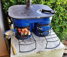 The EcoZoom Plancha stove as potential indoor/outdoor cooking option for a tiny house or outdoor kitchen. Outdoor Cooking Stove, Wood Stove Cooking, Outdoor Stove, Tiny Wood Stove, Small Stove, Materiel Camping, Cuisines Diy, Tiny House Blog, Rocket Stoves
