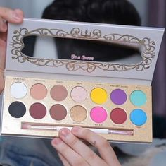 Manny MUA launched his own makeup brand! This new palette is such goals and gives us inspiration to try new looks and colors! These eyeshadow shades are so pretty!
