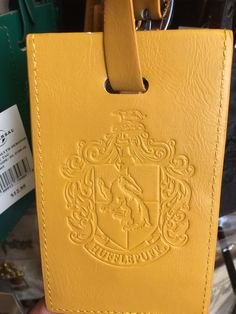 56d7e19233e7c Universal Studios Harry Potter Hufflepuff Luggage Tag New With Tags