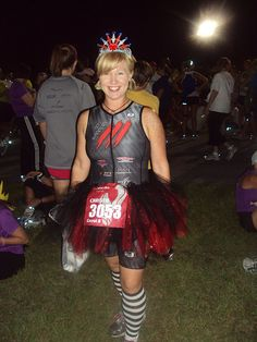 no sew adult tutu tutorial--this one uses elastic and ITS NO SEW! Yay! This is the one I'm going with #ColorRun ladies! :)