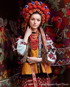 Ukrainian folk costume by Treti pivni
