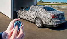 The new BMW 7 Series will park by remote control - With the all-new BMW 7 Series, the German automaker presents the future of luxury and technology.  Take a look at the demonstration of the remote control parking, a first for a production vehicle…
