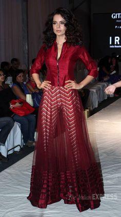 Bollywood beauty Kangana Ranaut was stunning as she walked the ramp for the India Resortwear fashion Week 2013 on Thursday (December (Photo: Varinder Chawla) Choli Dress, Anarkali Dress, Pakistani Dresses, Indian Dresses, Indian Outfits, Pakistani Suits, Indian Attire, Indian Wear, Indian Designer Outfits