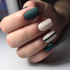 Nice green nail color with white matching ❄️