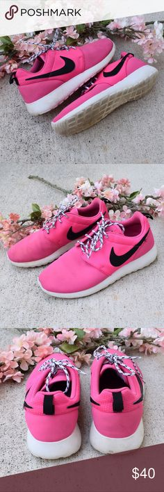 🌸 Pink Nike Roshe Sneakers Pre-loved 💘 Minimal signs of normal wear, no flaws ☺️ lightly worn and cleaned by yours truly, they look stunning! fit super comfy!! Nike Shoes Athletic Shoes