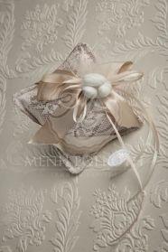 Μένη Ρογκότη - Μπομπονιέρα γάμου υφασμάτινο λουλούδι λευκό Ballet Dance, Dance Shoes, Slippers, Gift Wrapping, Gifts, Dance Ballet, Gift Wrapping Paper, Sneaker, Presents