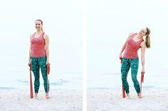 Så enkelt kan du träna både ryggen och de sneda magmusklerna. Det enda du behöver är ett gummiband. Enjoy!