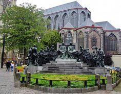 Monument of the great Belgian painter brothers Hubert and Johannes Van Eyck, who invented oil painting, in Ghent, Belgium. En Bélgica