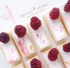 Nectar and stone Desserts Français, Plated Desserts, Dessert Recipes, Eclairs, Fun Cupcakes, Cupcake Cakes, Patisserie Fine, Nectar And Stone, Eat Pretty