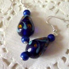 Boucles d'oreilles perle lampwork bleue et perles magiques bleu nuit