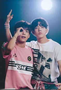 Wonpil et Dowoon Day6 Dowoon, Kim Wonpil, Young K, Bob The Builder, Korean Bands, K Idol, Cool Bands, Boy Groups, Persona