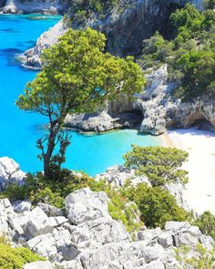 Most Beautiful Beaches, Beautiful Places, Places To Travel, Places To See, Nature Beach, Beach Scenes, Beautiful Islands, Italy Travel, Wonderful Places