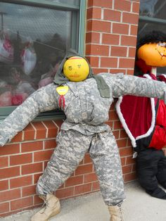 Military Ball Head Scarecrow     https://www.youtube.com/user/Viewwithme
