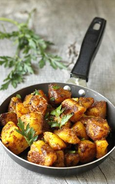 Recipe for Bombay Potatoes - This is a healthy recipe for Bombay Potatoes, a typical Indian dish. Quick and simple, and oh sooo yummy! This is a healthy recipe for Bombay Potatoes, a typical Indian dish. Quick and simple, and oh sooo yummy! Aloo Recipes, Curry Recipes, Vegetable Recipes, Vegetarian Recipes, Cooking Recipes, Healthy Recipes, Veggie Food, Rice Recipes, Cooking Tips