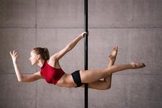 5 Ways to get into the Superman Pose [Pole Dance Trick] Pole Dance Moves, Dance Tips, Dance Poses, Pole Dance Stange, Figure Pole Dance, Pole Dance Fitness, Power Workout, Dance Flexibility Stretches, Pool Dance