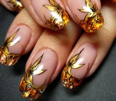 Unique Nail Art Flower Gold Very rich looking! Gliter Nails, Gold Glitter Nail Polish, Nail Polish Art, Golden Nail Art, Golden Nails, Fancy Nails, Cute Nails, Pretty Nails, Nail Art Flower