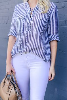 Casual Work Outfits, Stylish Outfits, Blouse Styles, Blouse Designs, Shirt And Jeans Women, Look Fashion, Fashion Outfits, Club Fashion, White Pants Outfit