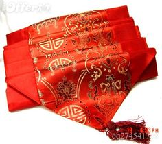 Table runner in good luck red