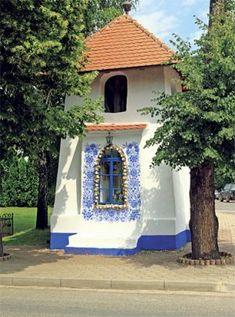 Slovácké poklady | Chatař & Chalupář Czech Republic, Folk Art, Gazebo, Outdoor Structures, Windows, European Countries, Culture, Building, Image