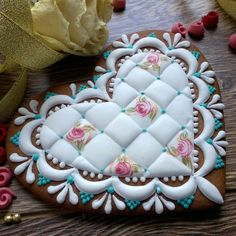 . Lace Cookies, Crazy Cookies, Best Sugar Cookies, Royal Icing Cookies, Fun Cookies, Cupcake Cookies, Valentines Day Desserts, Valentine Cookies, Cookie Decorating Icing